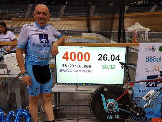 Daz Palomares establece un récord del mundo de 1.000 Km en pista cubierta