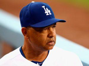 Dave Roberts seguirá con los Dodgers