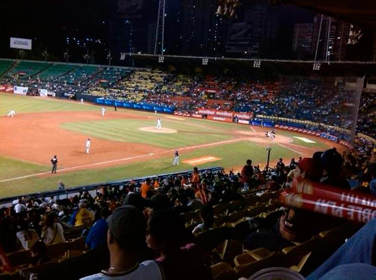 Beisbol en Caracas con precios de lujo