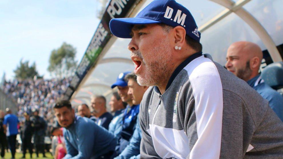 Diego Maradona deja de ser el técnico de Gimnasia